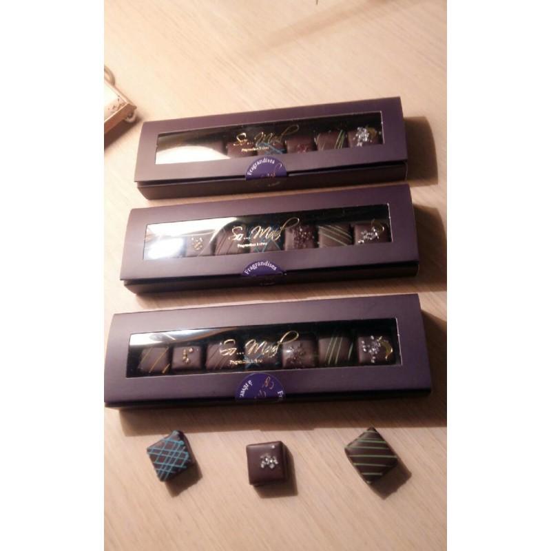 Une Boite De Chocolat A La Forme D'une Pyramide Régulière & N°10 Chocolat Ambré 26%